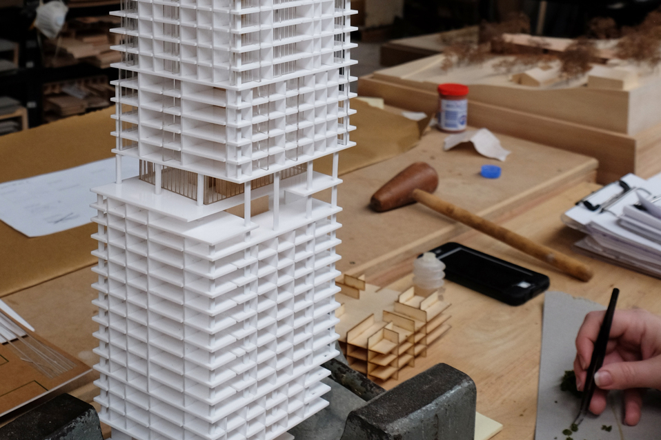 Compeition Model for Crone amd Kohn Pedersen Fox Associates at 1-500 using white acrylic tower depicting 338 Pitt Street